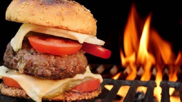 hamburguesas-a-la-parrilla