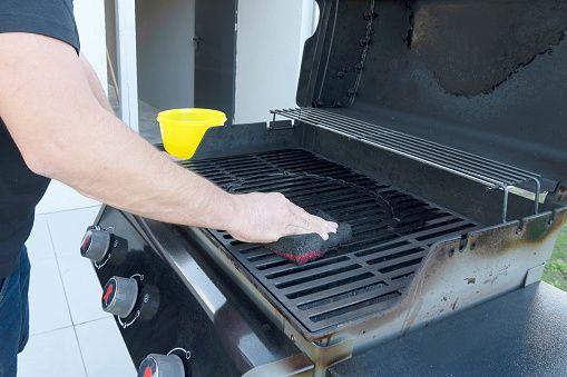 limpiar una barbacoa oxidada