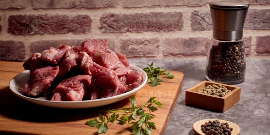 como adobar la carne roja para una barbacoa